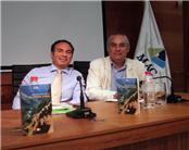 Juan Carlos Martín Peinado (izq.) y Enrique Jiménez, director de Ediciones Idea