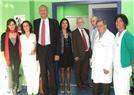 D. Manuel Rodríguez y D. Octavio Calderín con el equipo de MAC Fuerteventura