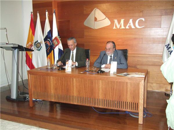 Manuel Rodríguez y Pedro Hernández Reverón durante el acto de presentación del Foro