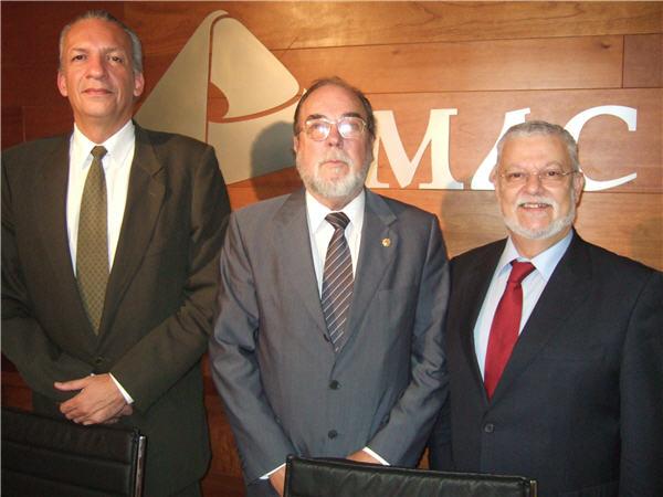 Manuel Rodríguez, Pedro Hernández Reverón y Octavio Calderín con ocasión de la puesta en marcha del Foro MAC el 10 de febrero de 2010