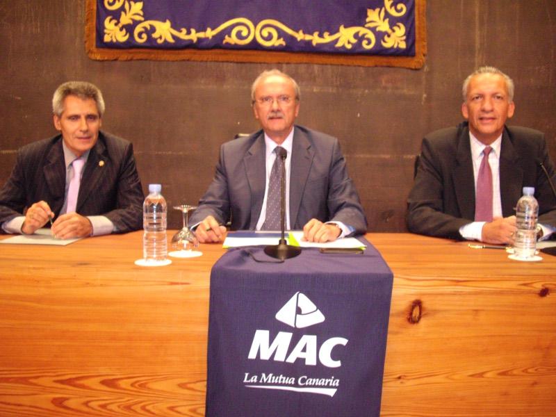 Rodríguez de Azero, Manuel Rodríguez y Eduardo Khoury, vicepresidente 1º del Colegio de Graduados Sociales