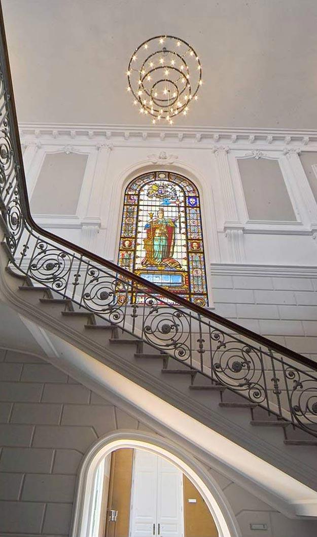 Vidriera de la escalera principal del Edificio Elder, sede de MAC en Santa Cruz de Tenerife